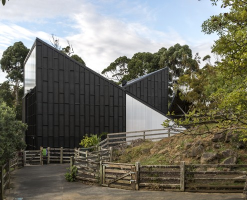 Giraffe House, Auckland Zoo // ARCHITECTURE NZ / MONK MACKENZIE